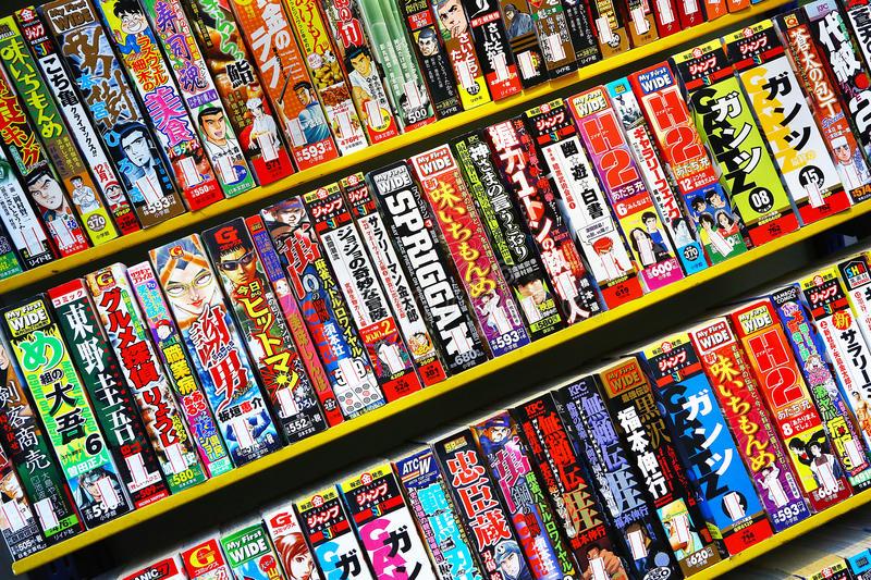 Rayonnage d'une bibliothèque de manga